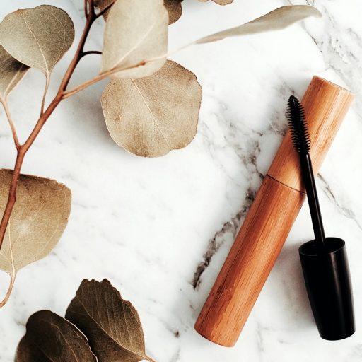 Niepożądane składniki tuszu do rzęs – co nie powinno znaleźć się na etykiecie kosmetyku?