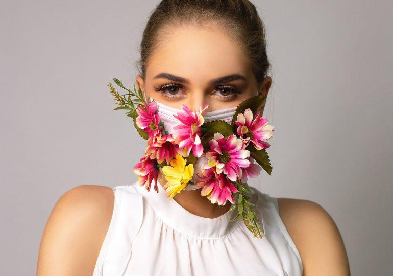 Jak pielęgnować skórę w czasie pandemii i w jaki sposób chronić makijaż pod maseczką? Podpowiadamy!