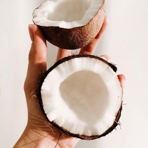 Stosowałyście olej kokosowy na włosy? Sprawdźcie, czy nie jesteście w grupie, która powinna przestać to robić