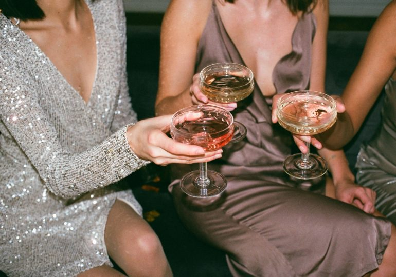 Bezalkoholowe drinki – dlaczego warto po nie sięgać i jak stworzyć tę alternatywę dla napojów wyskokowych?