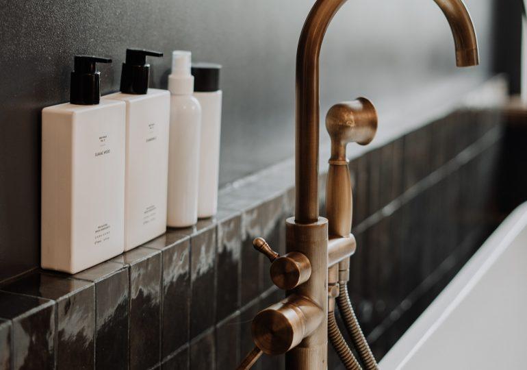 Na co warto zwrócić uwagę, wybierając szampon i odżywkę do włosów?
