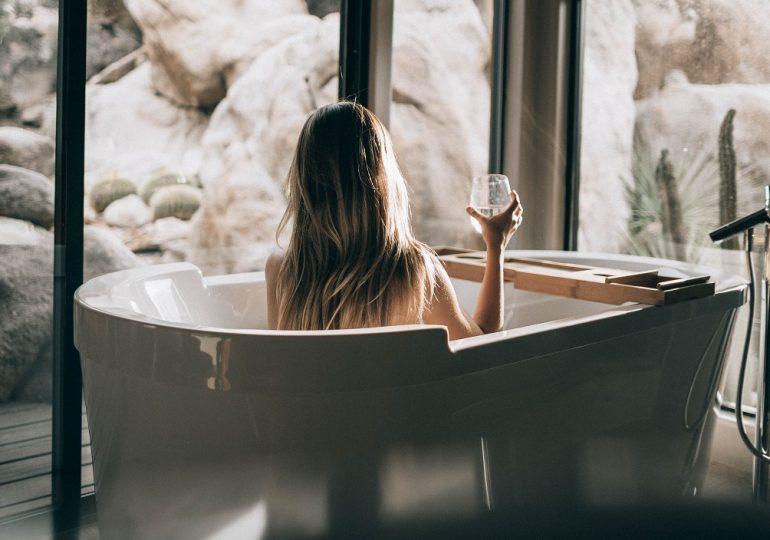 Gorąca kąpiel czy zimny prysznic? Sprawdź, co przyniesie Ci więcej korzyści