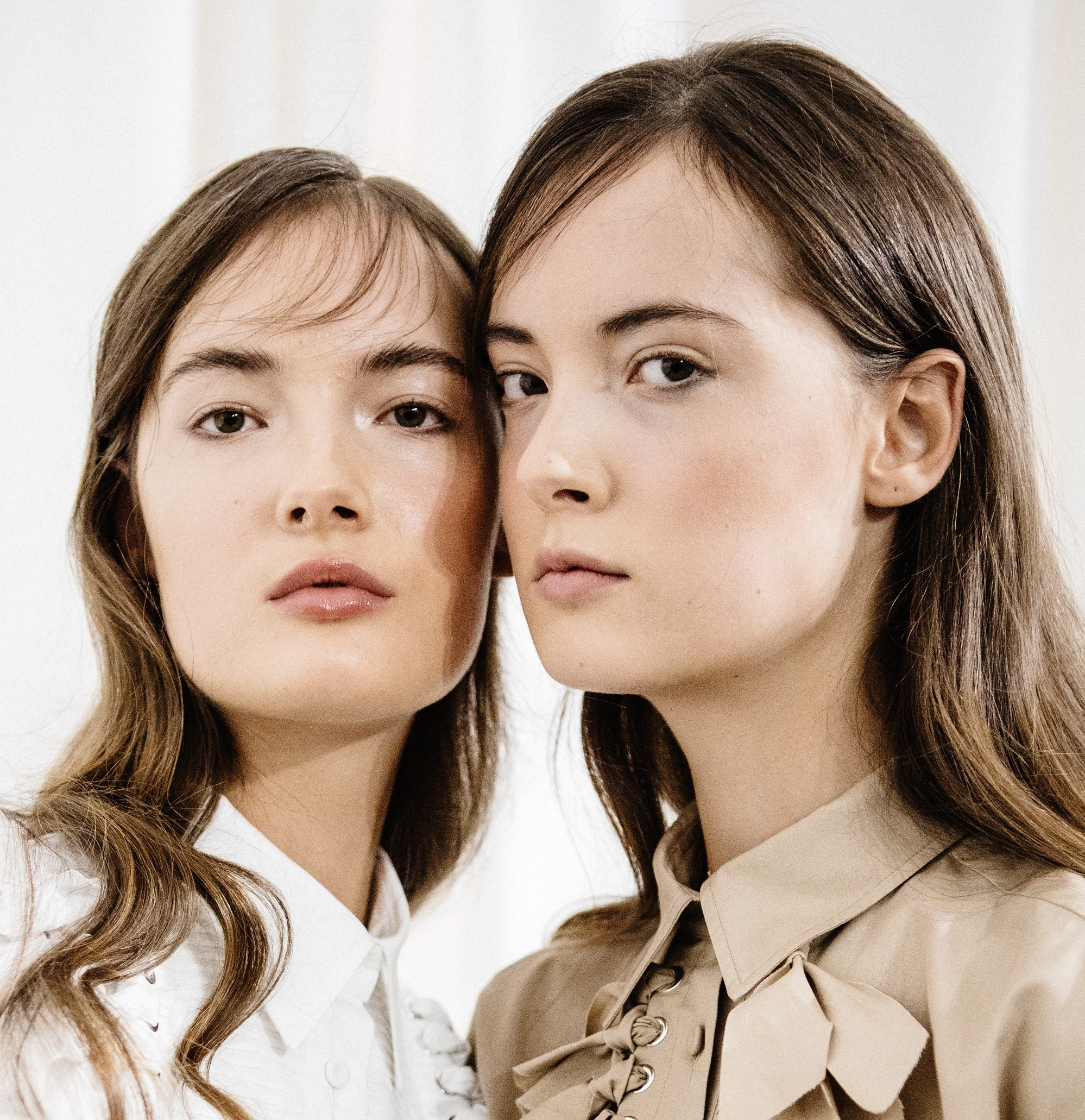Te marki kosmetyczne oferują najlepsze produkty dla młodej cery