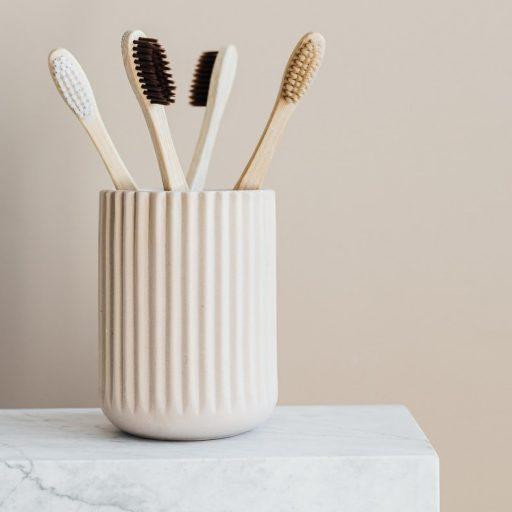Oto gadżet, który poprawi higienę twojej jamy ustnej. Dlaczego sama szczoteczka do zębów to mało?