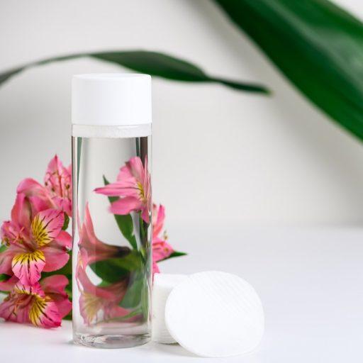 Dlaczego warto używać wody micelarnej i jak wybrać najlepszą?