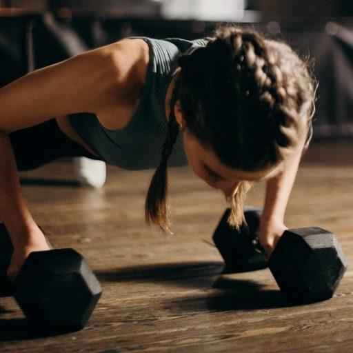 Oto 4 popularne ćwiczenia, które większość ludzi wykonuje nieprawidłowo