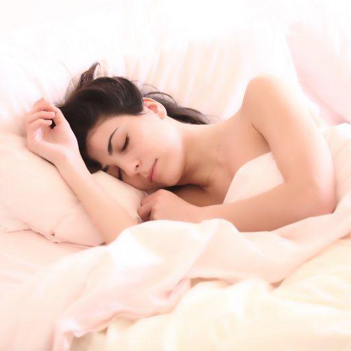 Czy zastanawiałaś się kiedykolwiek, dlaczego śnimy i co właściwie oznaczają nasze senne marzenia?