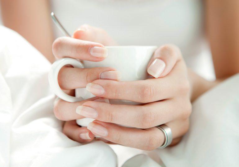 7 mitów na temat paznokci, w które wciąż wierzy wiele z nas