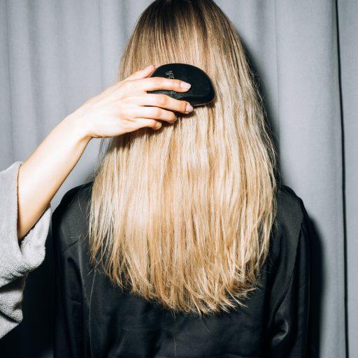 Masz cienkie włosy? Tymi sposobami poprawisz ich wygląd