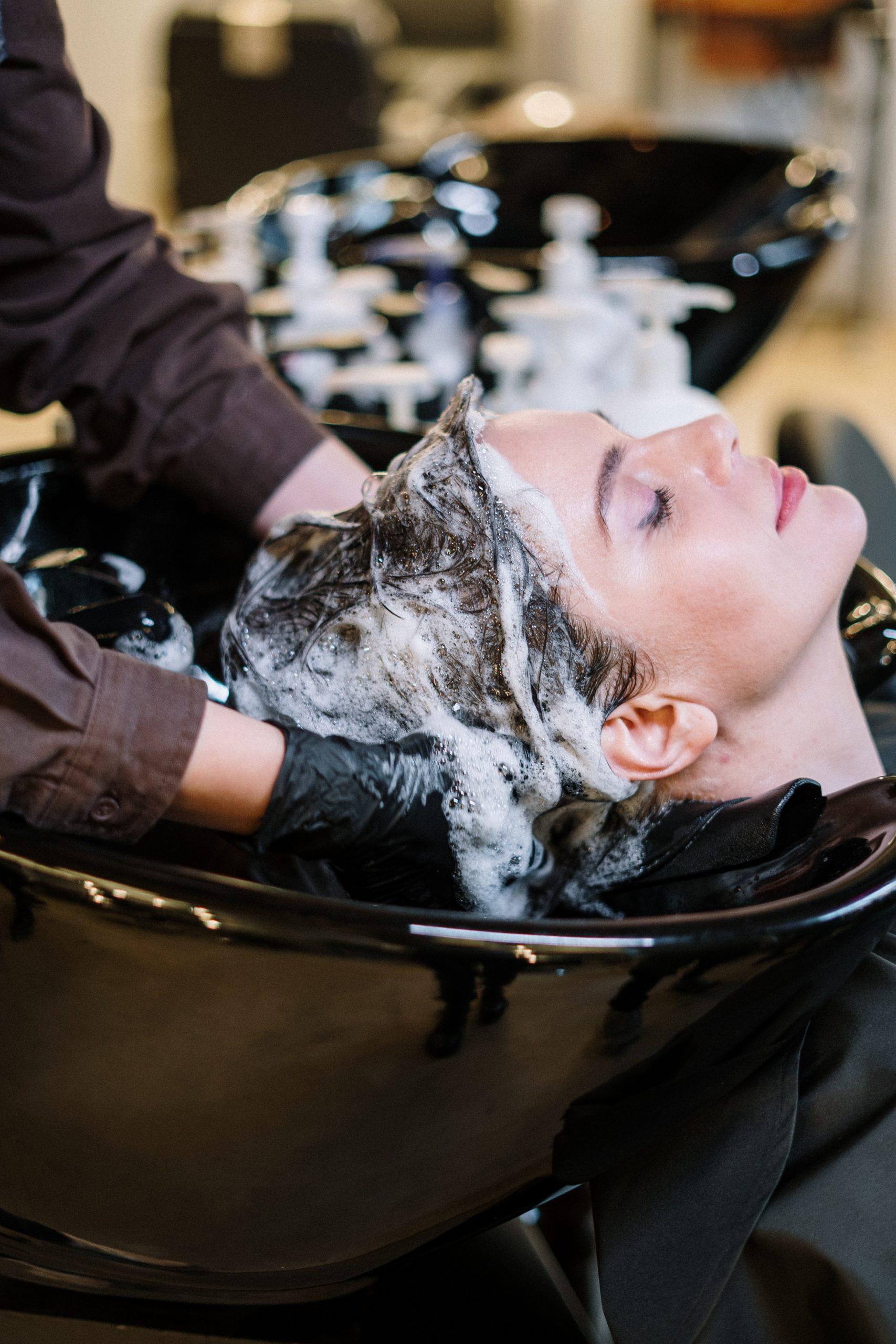 Jak poradzić sobie z łamiącymi włosami?